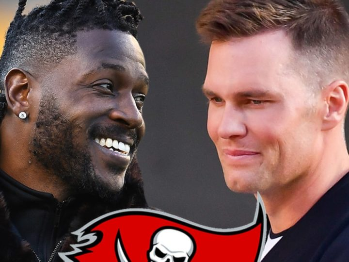 Antonio Brown 'Very Close' to Signing with Tampa Bay, Reuniting with Tom Brady