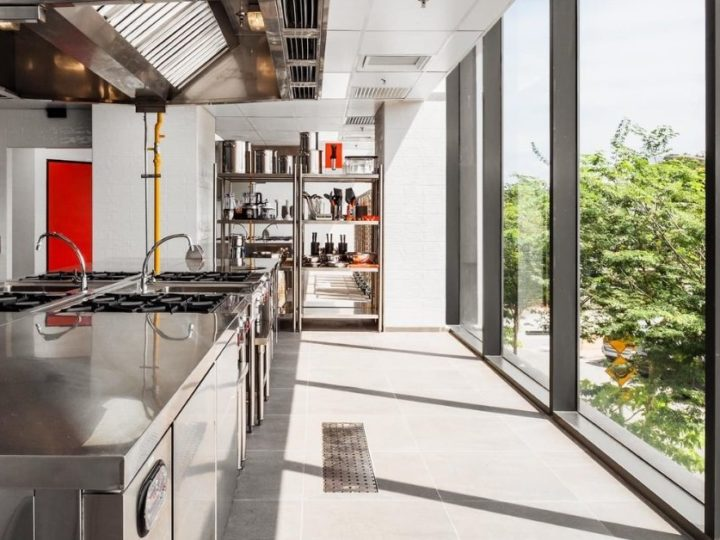 Pros & Cons Of Cloud Kitchens For Different F&B Businesses In Malaysia