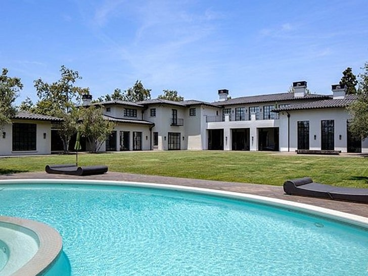 Ben Affleck and Jennifer Lopez set off in search of a house in Holmby Hills